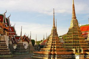 Small chedis in Wat Pho
